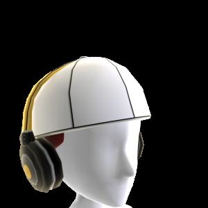 Gorra del revés con auriculares